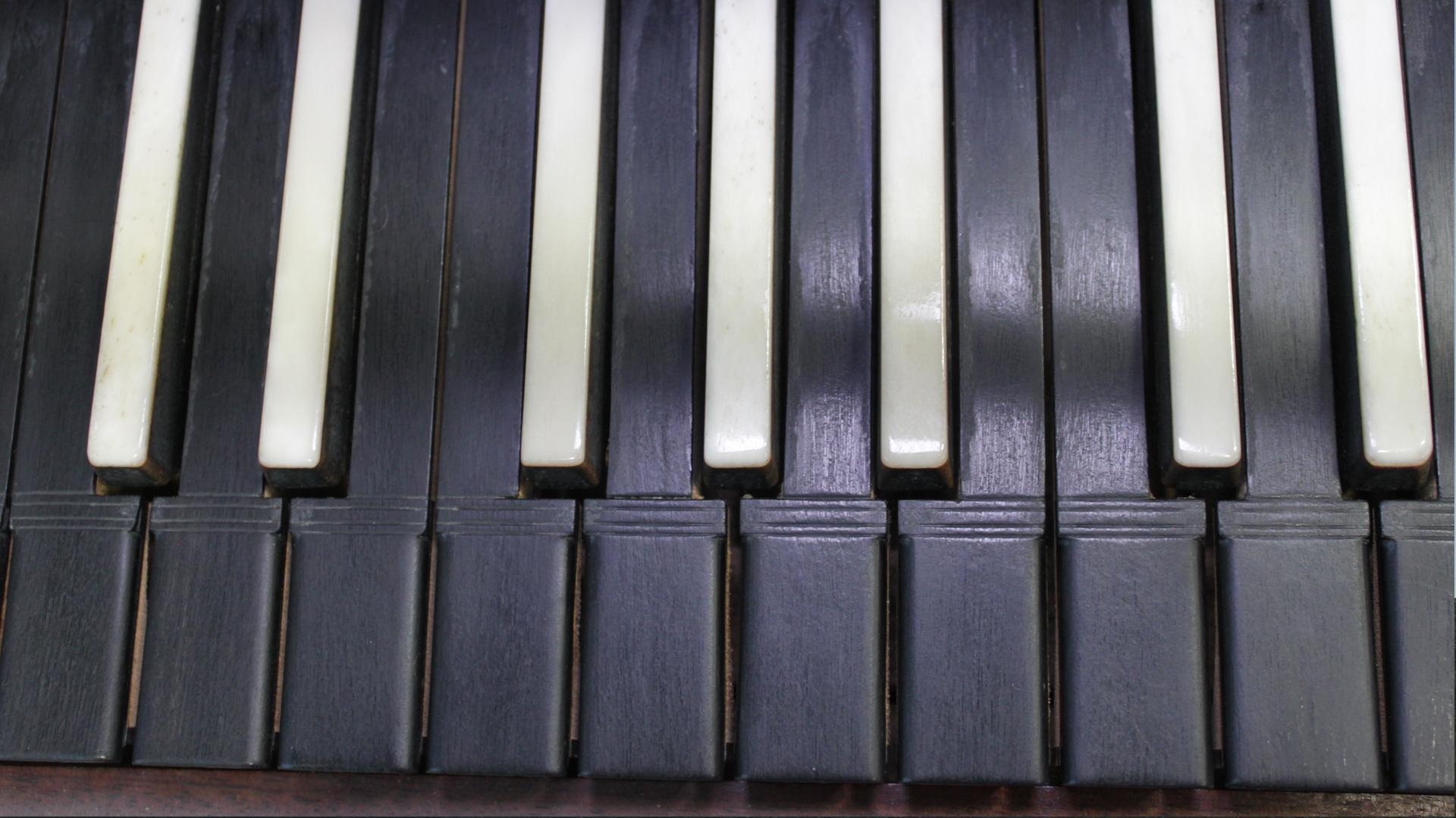 Kuva fortepianon koskettimistosta
