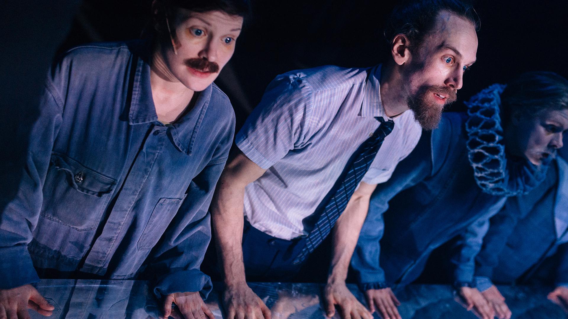 Näyttelijöitä esiintymässä lavalla Donkey Hot musikaalissa