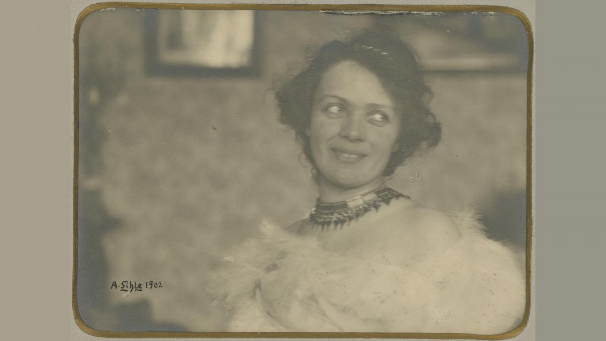 Elli Forssell hymyilee