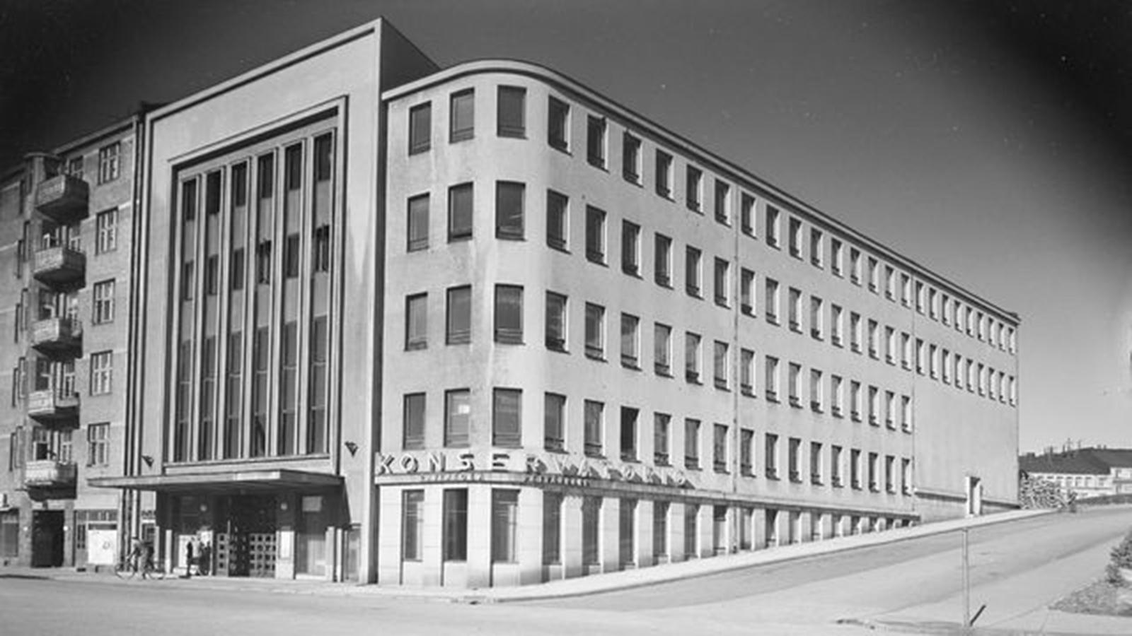 Taideyliopiston Sibelius-Akatemian R-talo kuvattuna vuosien 1940–1943 välillä