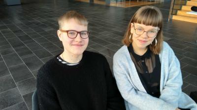 Kuvassa musiikkikasvatuksen opiskeliajt Aukusti Arjas ja Veera Isoaho
