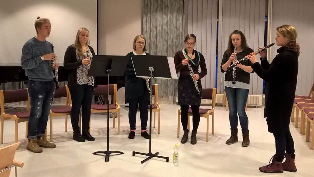 Kuva klarinettiyhtyeestä