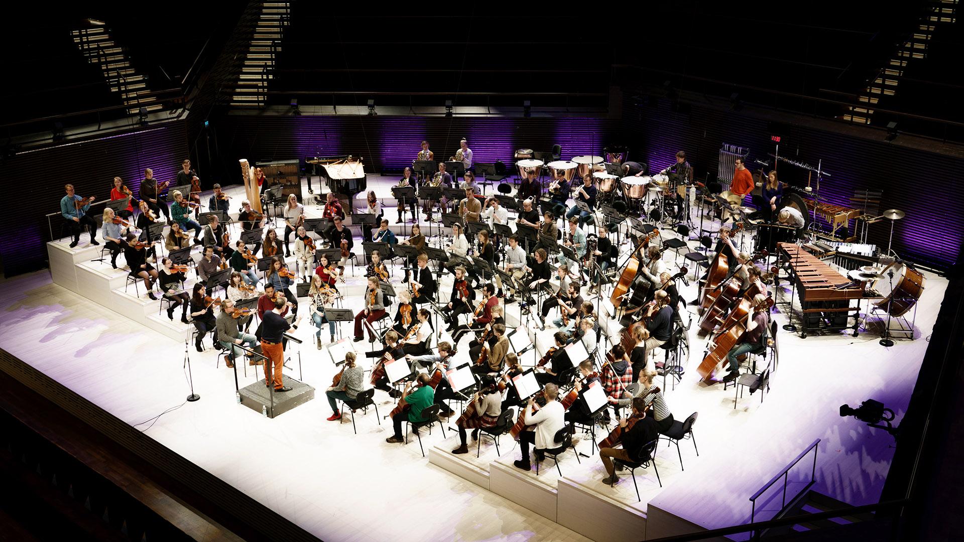 Sibelius-Akatemian sinfoniaorkesteri soittaa. Kuva: Maija Astikainen