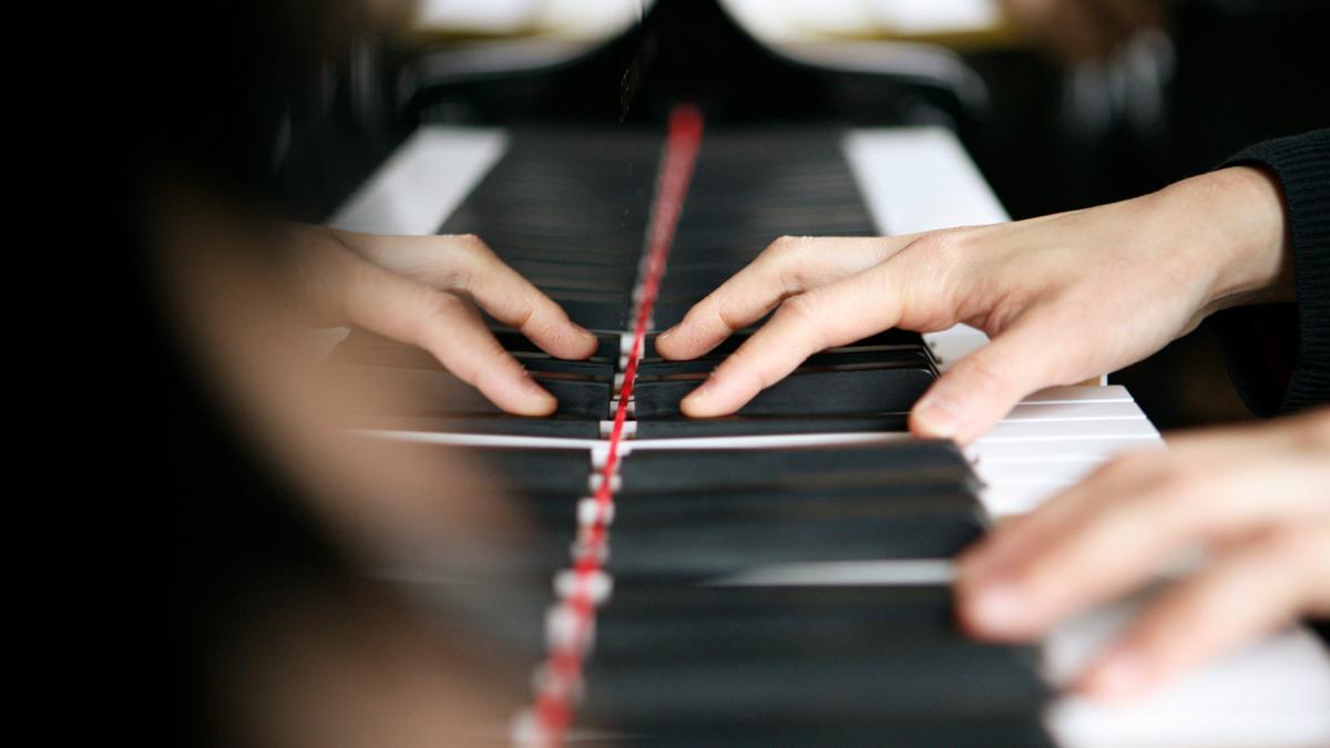 Pianonsoittoa.