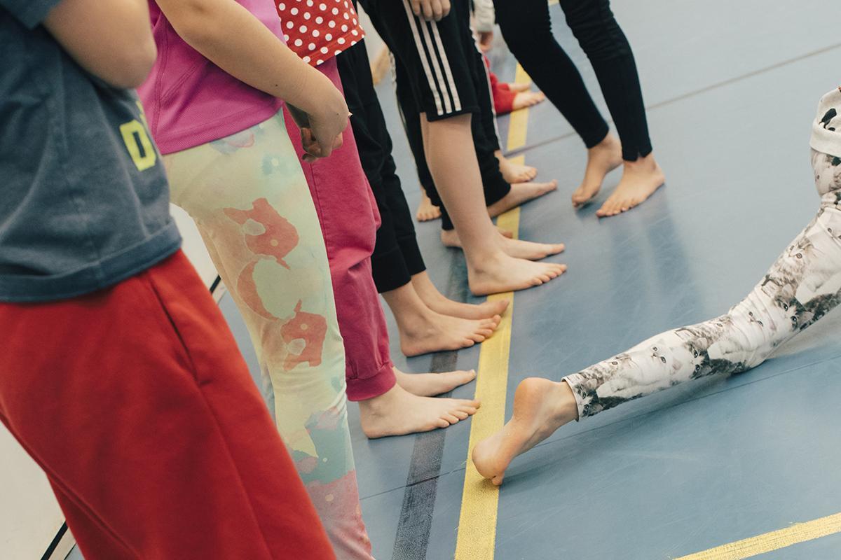 Lapsia tanssiharjoituksissa