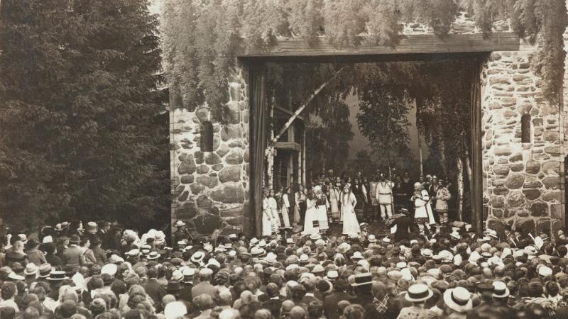 Olavinlinna 1912. Erkki Melartin` s Aino opera. Museovirasto.