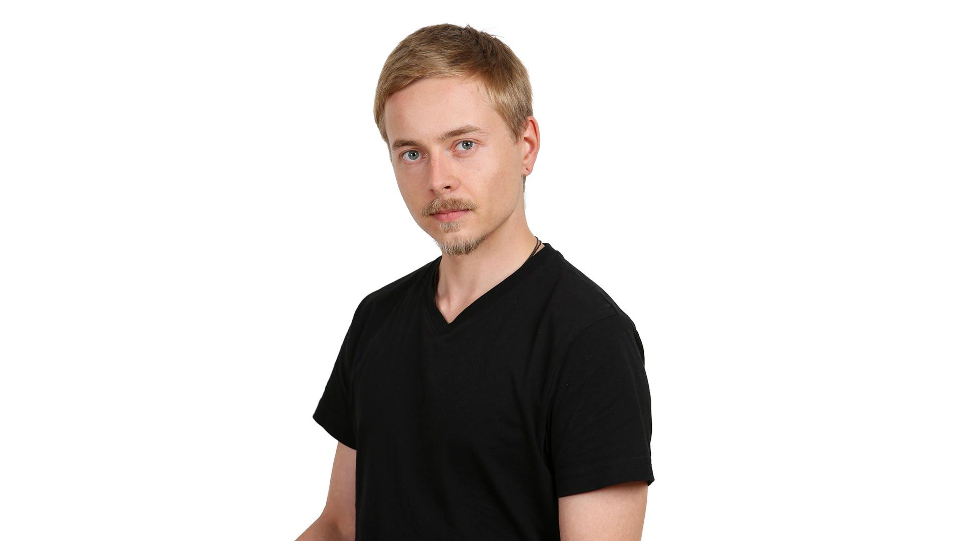 Heikki Nousiainen katsoo suoraan kameraan.