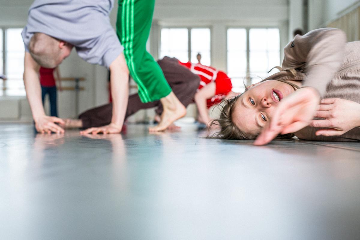 Tanssijoita tanssisalissa
