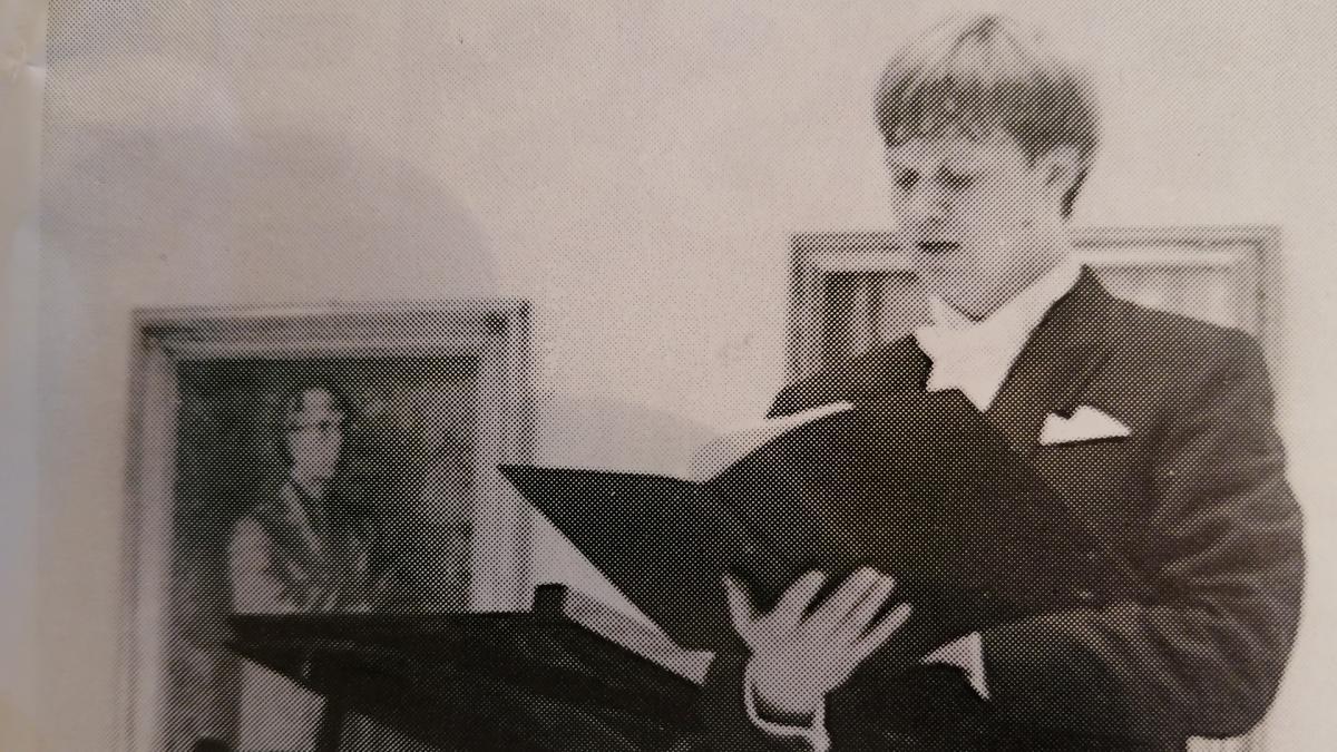 Kuva Raimo Sariolan tohtorintutkinnon tarkastustilaisuudesta 1990