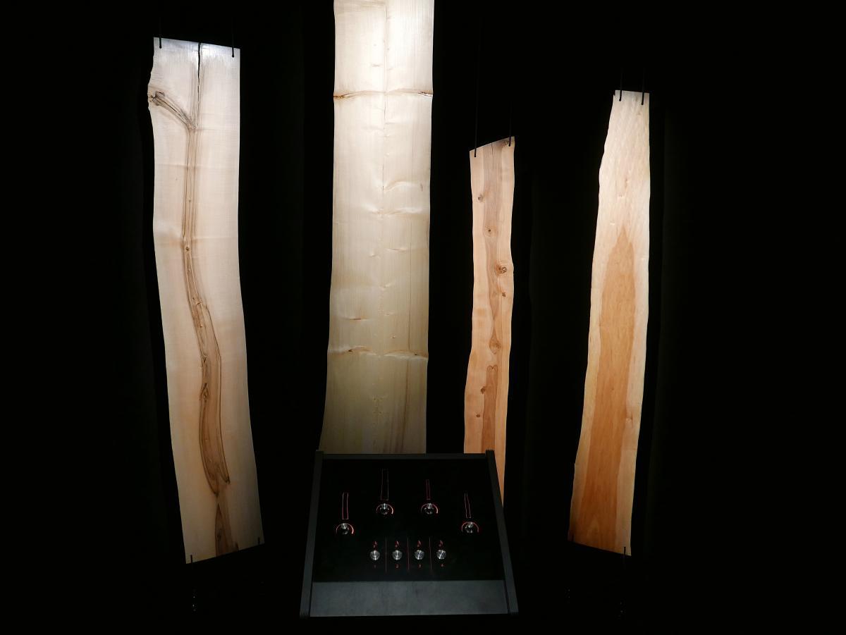 Neljä puukaiutinta muodostavat Heurekan puuorkesteri-näyttelyn.