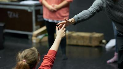 Tanssin opiskelijoita, yksityiskohta harjoituksista