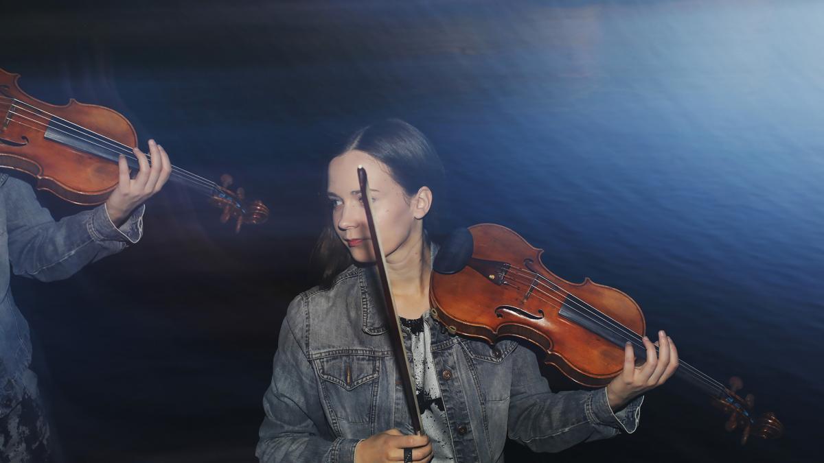 Meriheini Luoto is playing her violin.