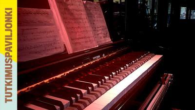Pianon koskettimet ja nuotteja.
