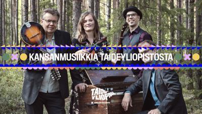 Tallari -yhtye metsän keskellä pianon ääressä