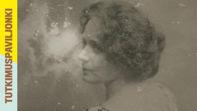 Vanhanaikaisessa kuvassa nainen katsoo vasemmalle.